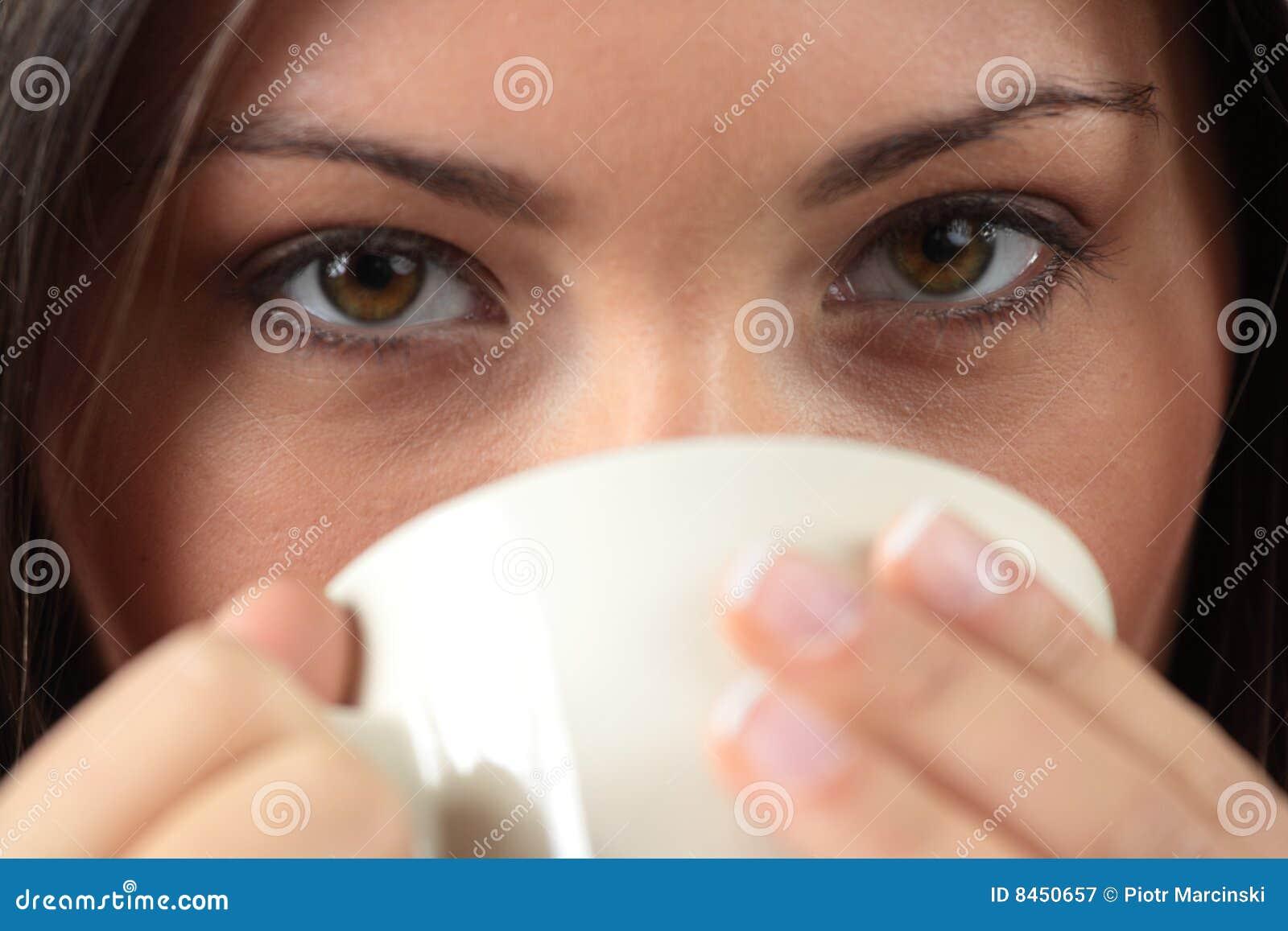 Kaffe som har henne teakvinnabarn