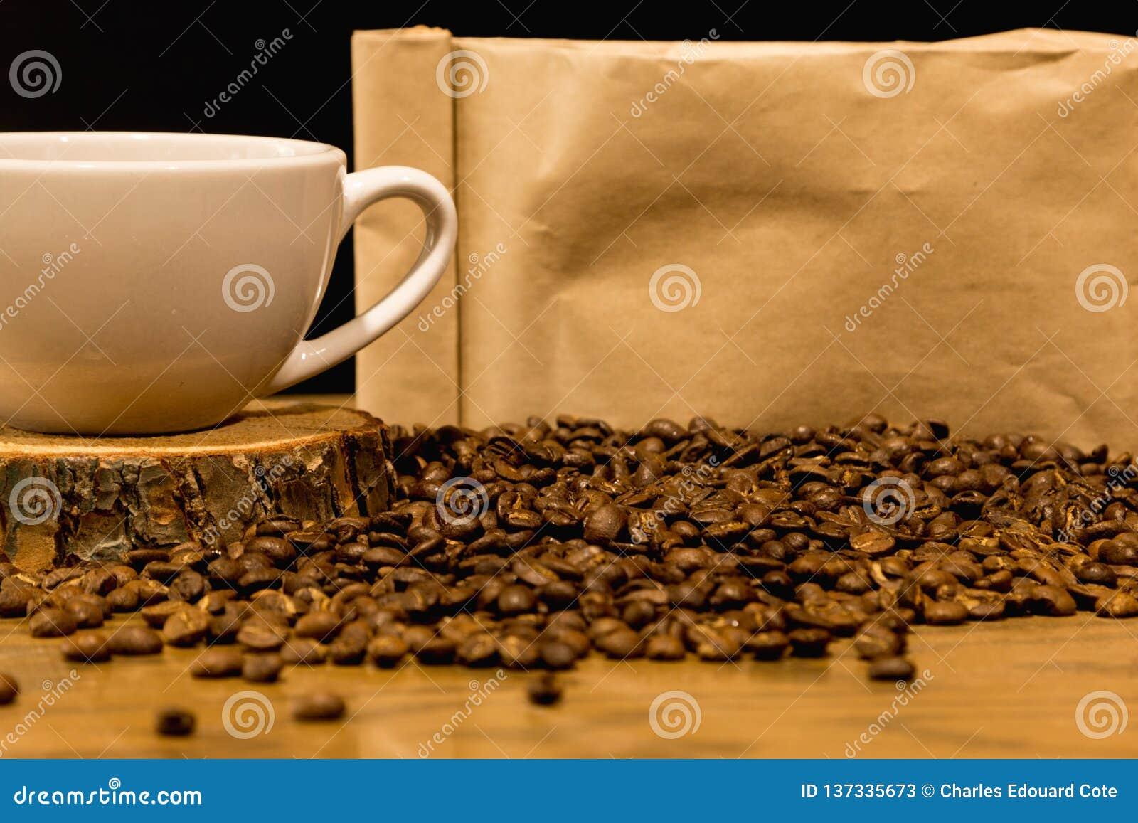 Kaffebegrepp med påsen för kaffebönor