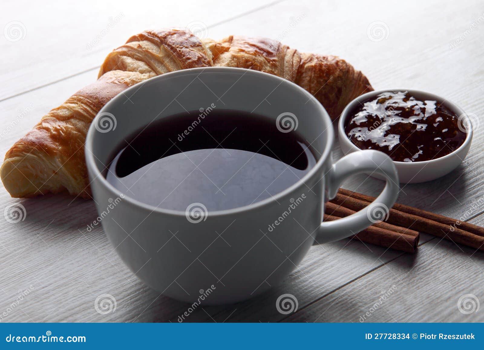 Kaffee und Hörnchen