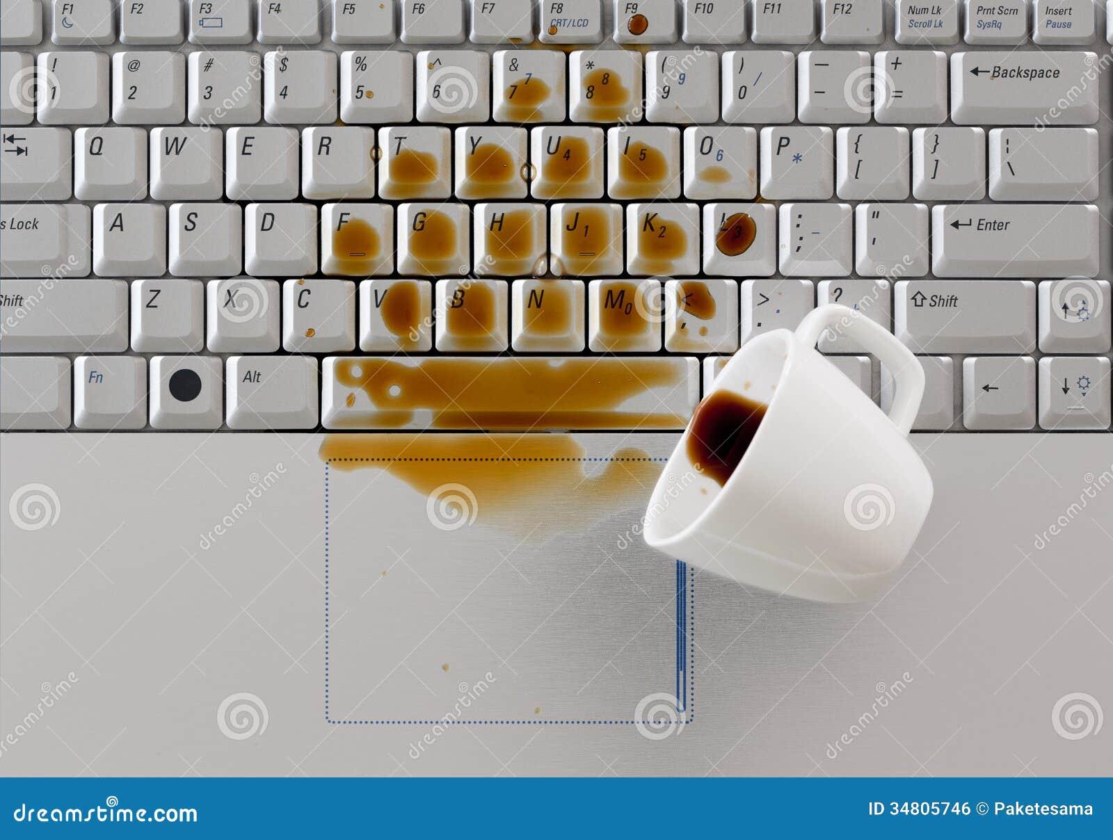 Kaffee verschüttet auf Tastatur