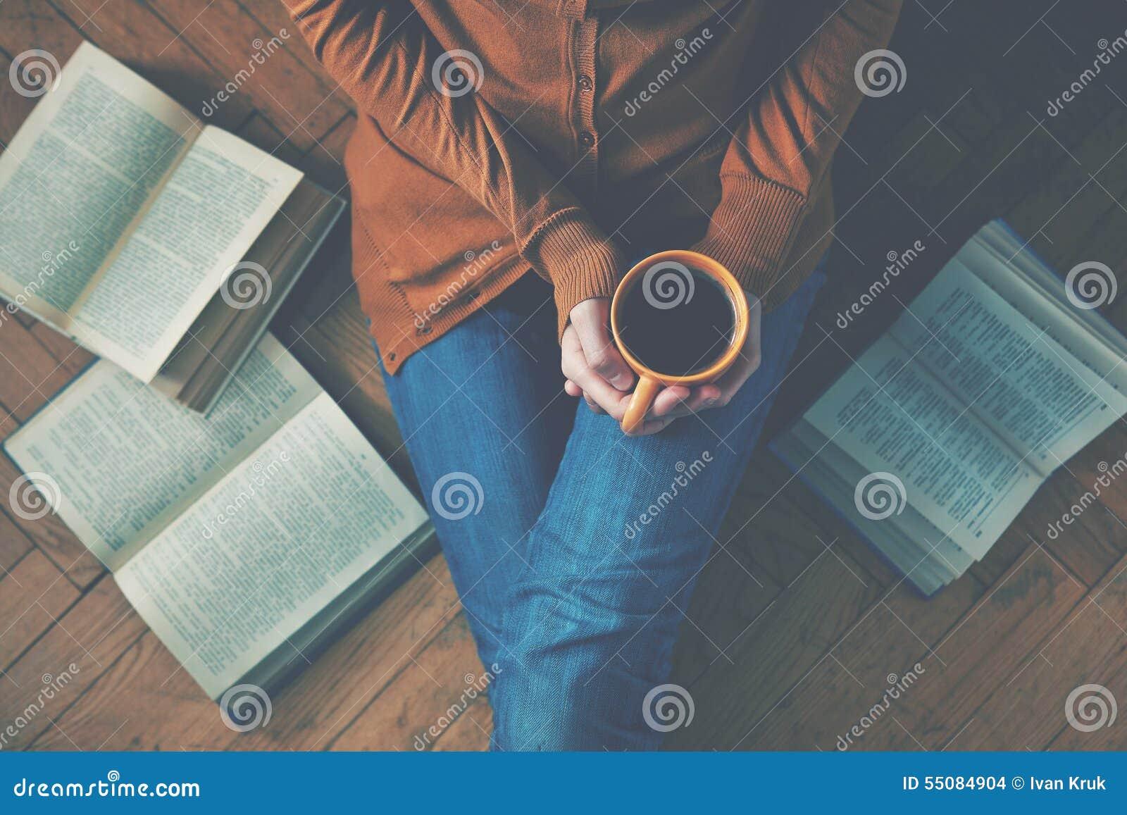Kaffekopp efter läseböcker