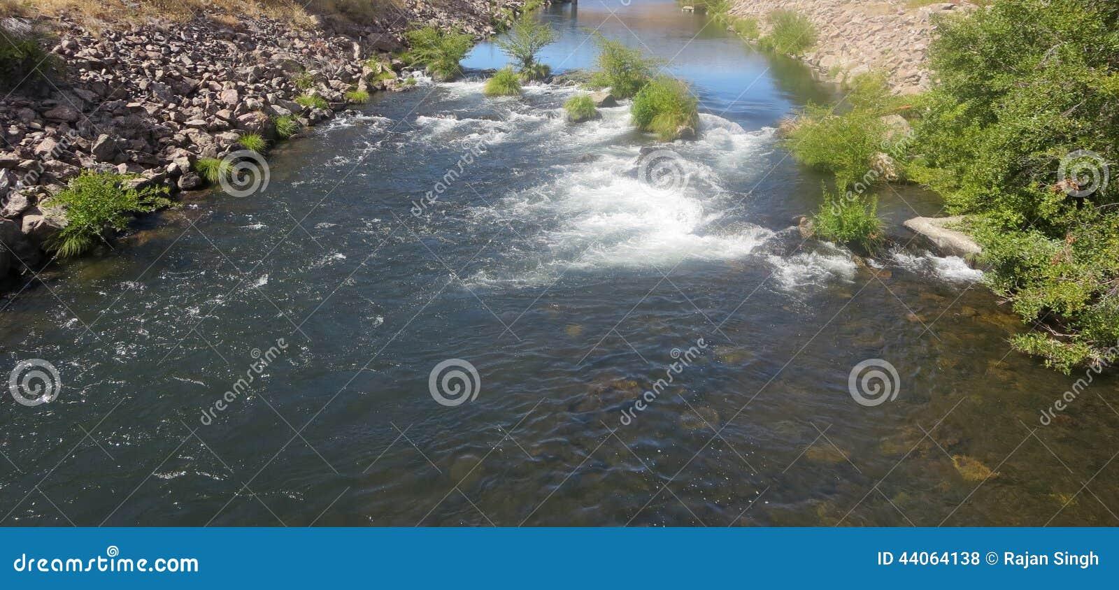Kah - van de Reserveoregon van Nee- Ta warme het waterrivier