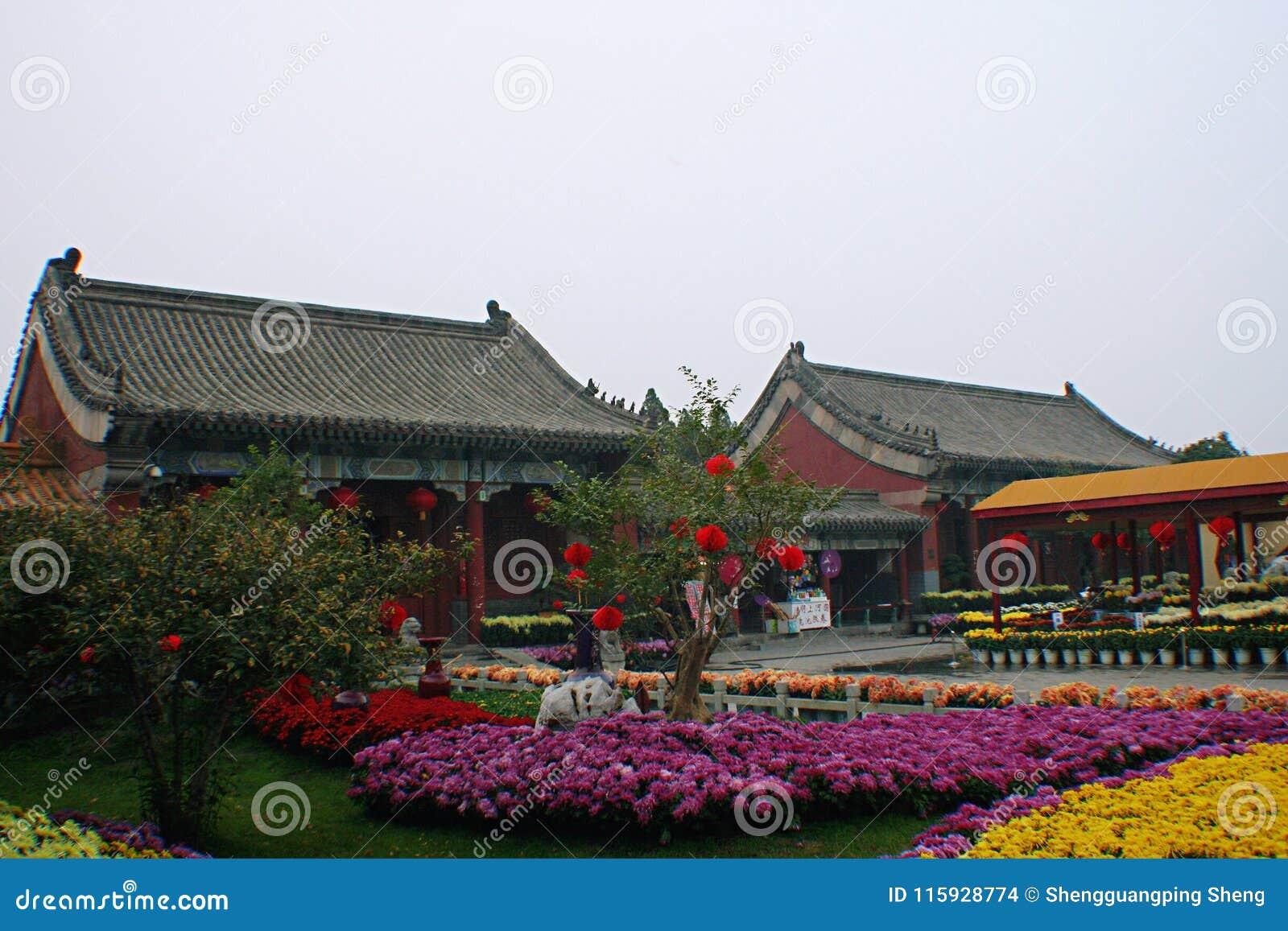 Kaifeng Dragon Pavilion Scenic Area