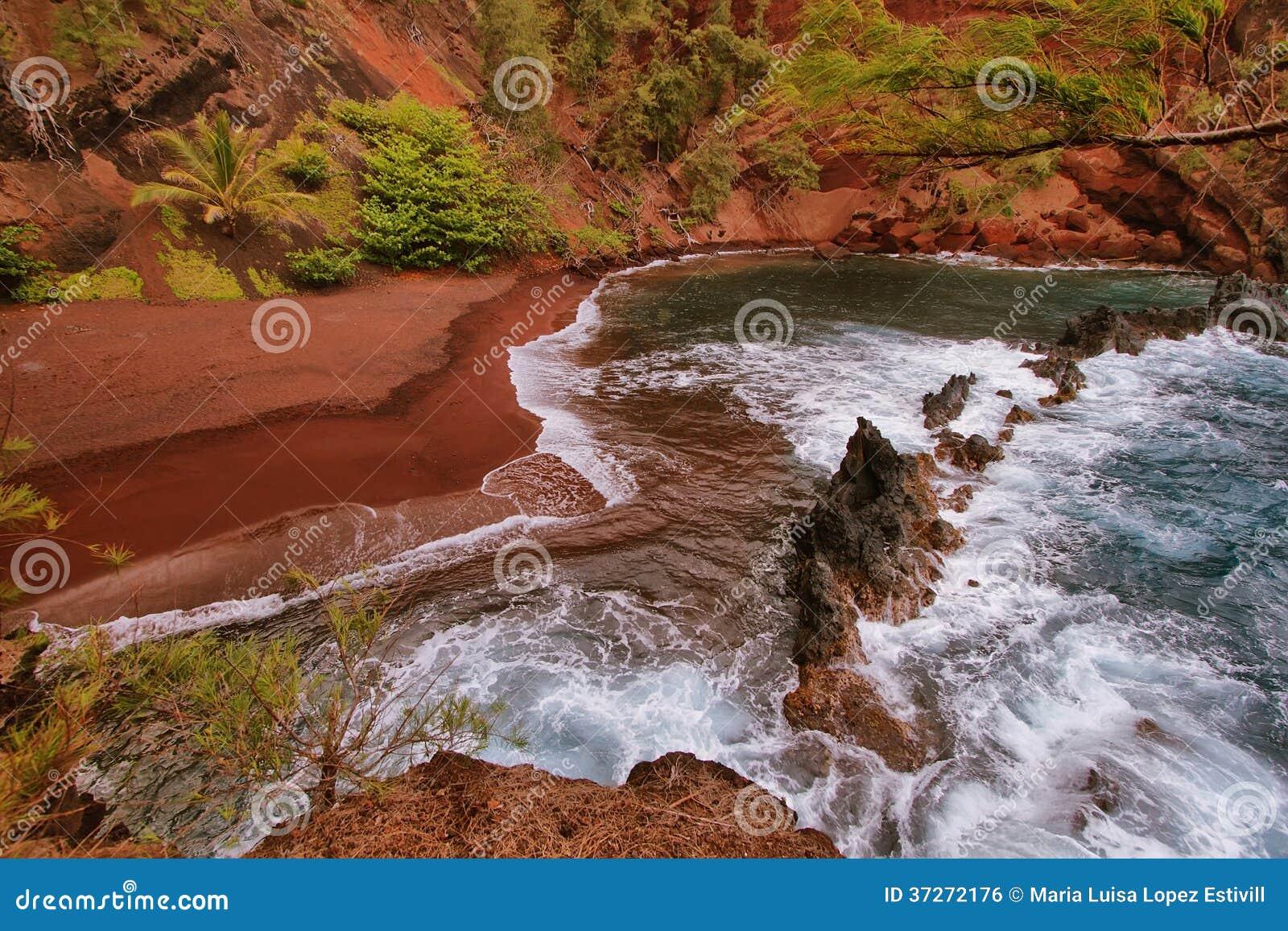 Kaihalulu red sand beach