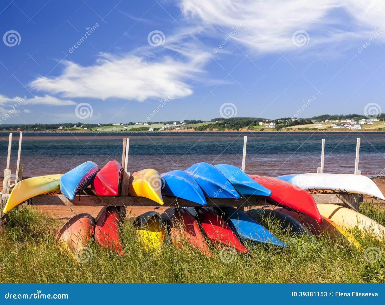 Kajaks am atlantischen Ufer in Prinzen Edward Island