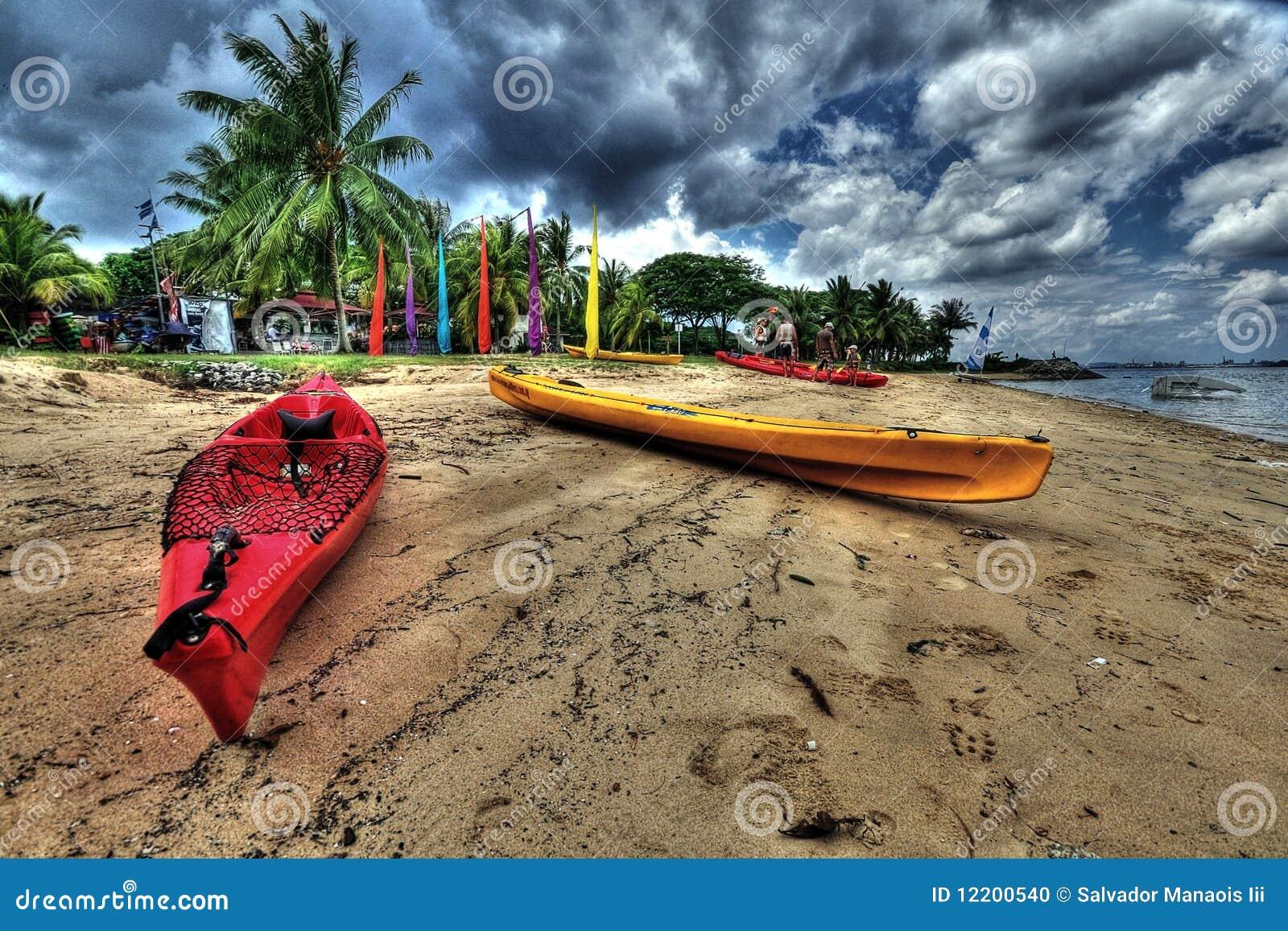 Kajaks auf einem Strand