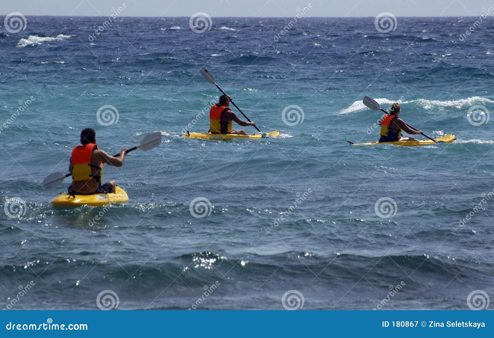 Kajaks en el mar