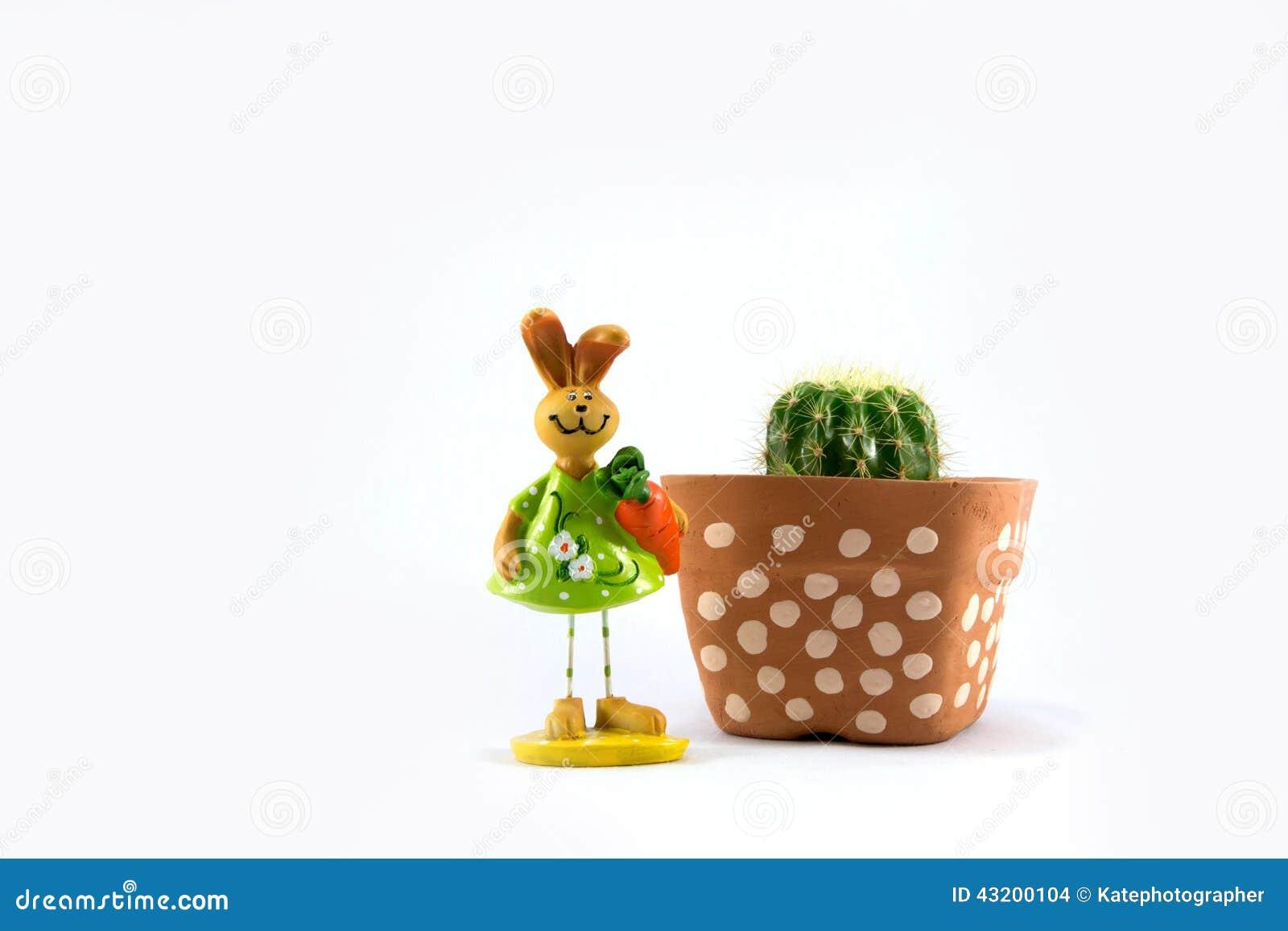 Download Kaktus I Plast- Kruka Och Keramisk Kanin Arkivfoto - Bild av houseplant, tillväxt: 43200104