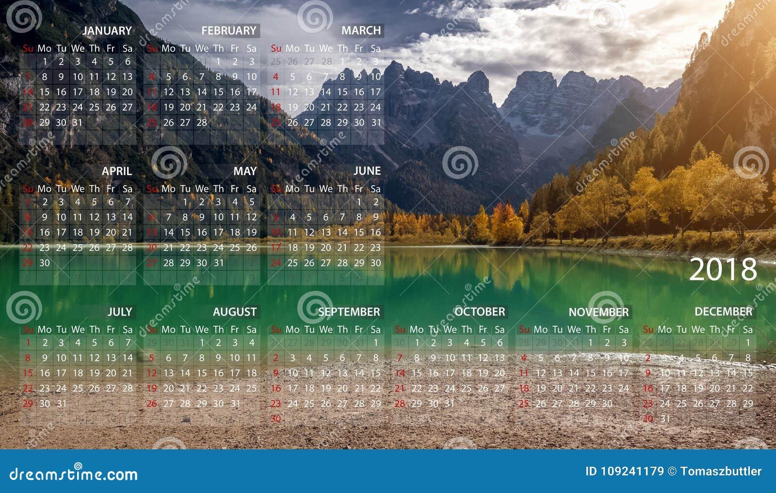 Kalender 2018 auf englisch Wochenanfänge am Sonntag Gebirgspanoramalandschaft in Italien