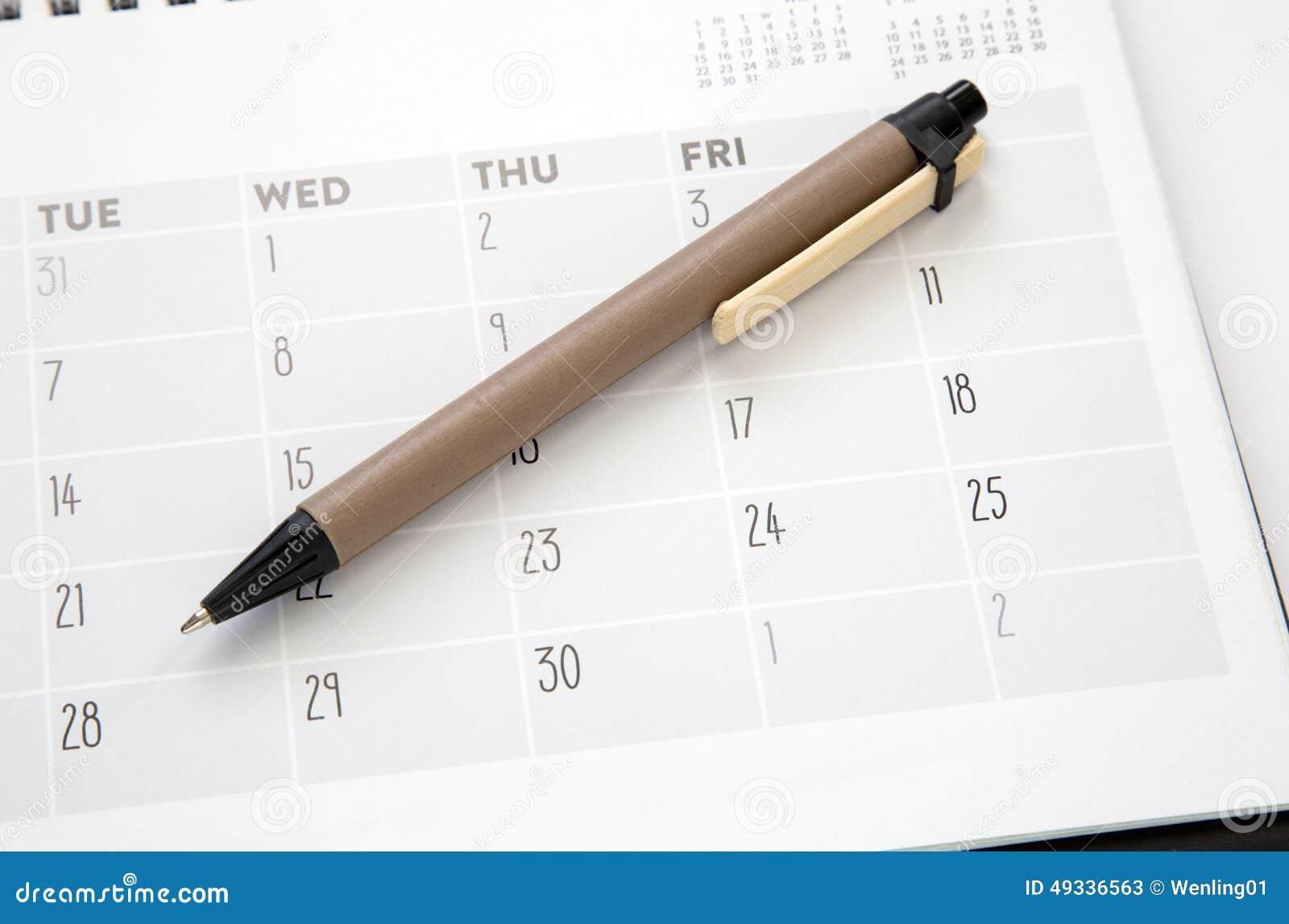 Kalender und Feder
