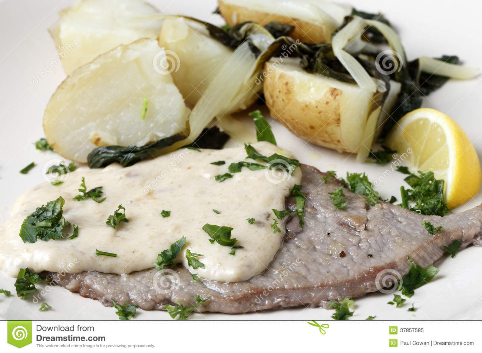Kalfsvlees escalope met jus en aardappels