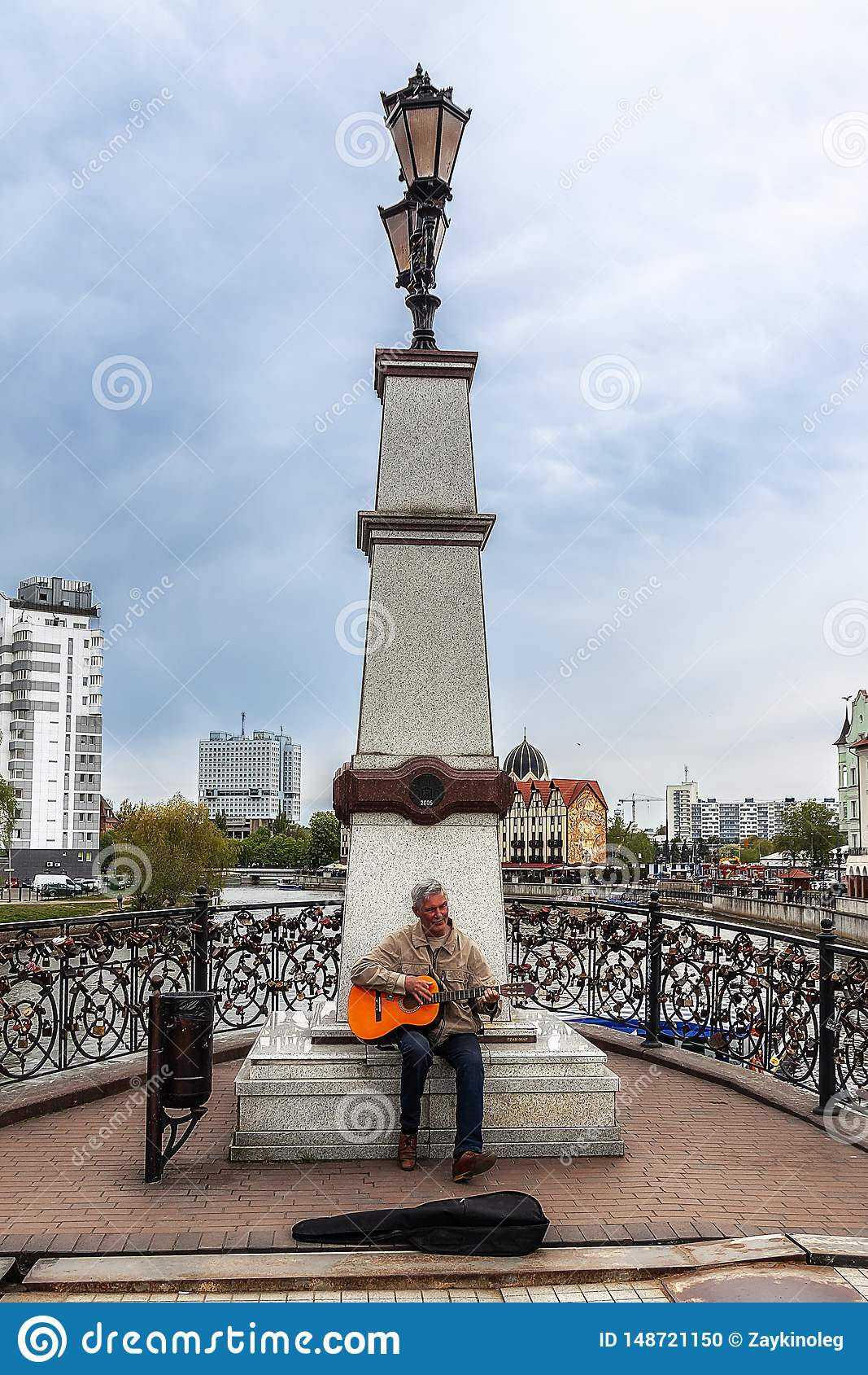 Kaliningrad Russia 05.01.2019 Street musician plays the guitar near the monument