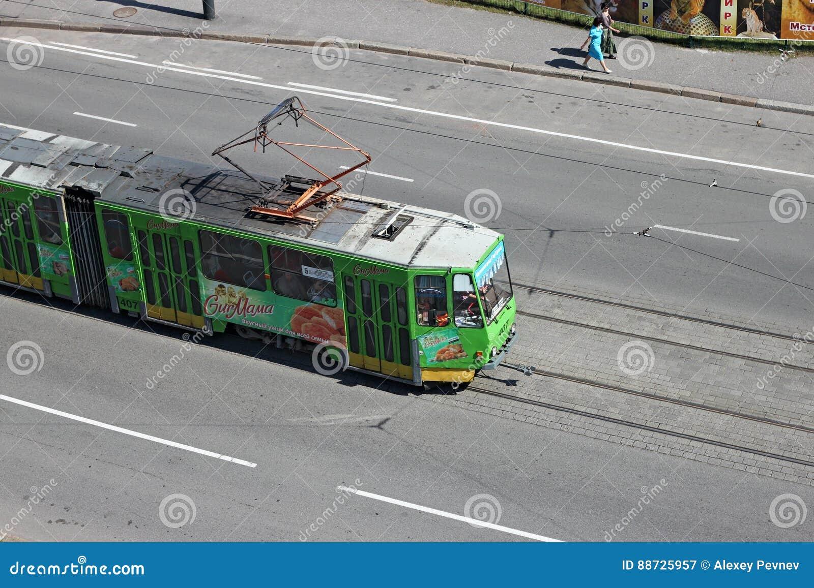 KALININGRAD, RUSSLAND - 21. AUGUST 2011: Tram Tatra KT4 der tschechischen Produktion