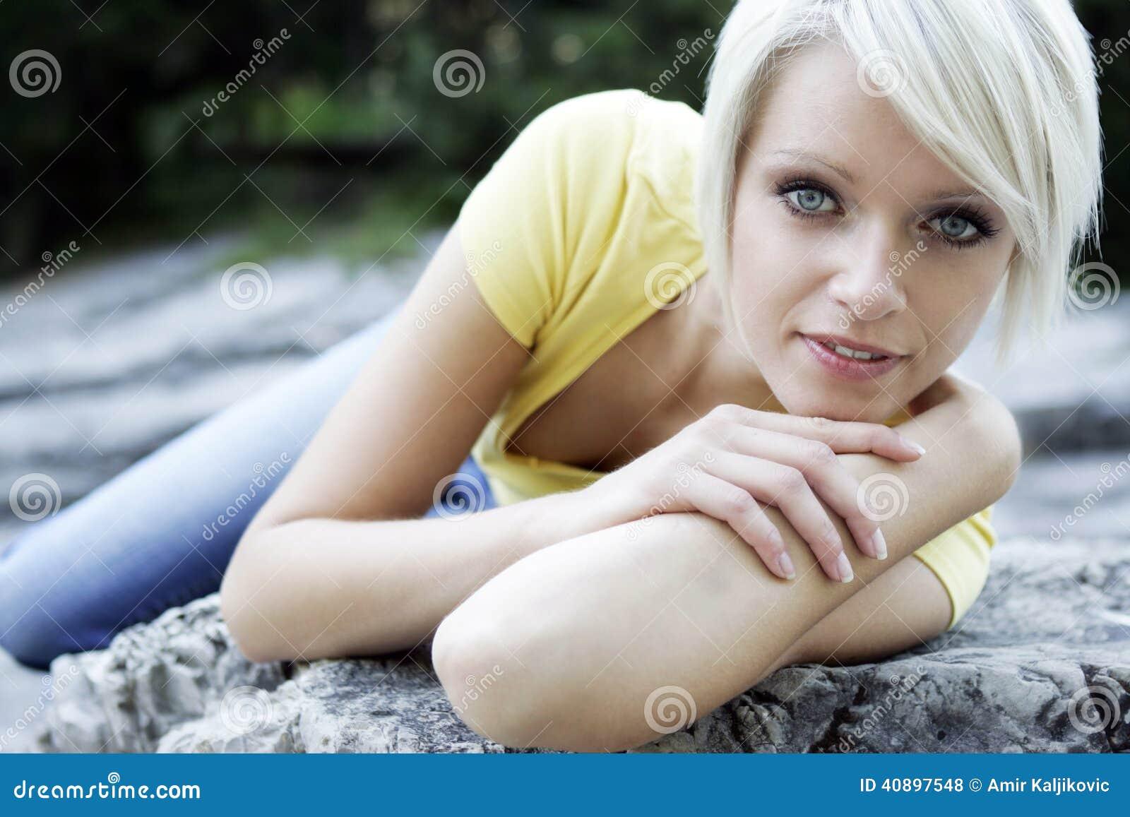 Kall kvinnlig modell