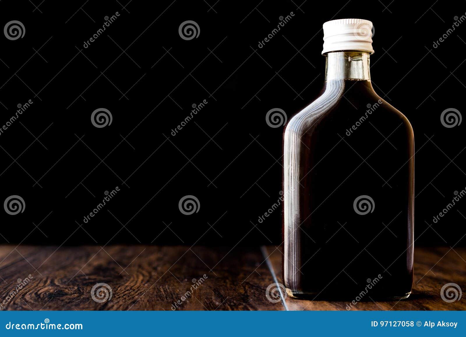 Kallt brygdkaffe i en flaska