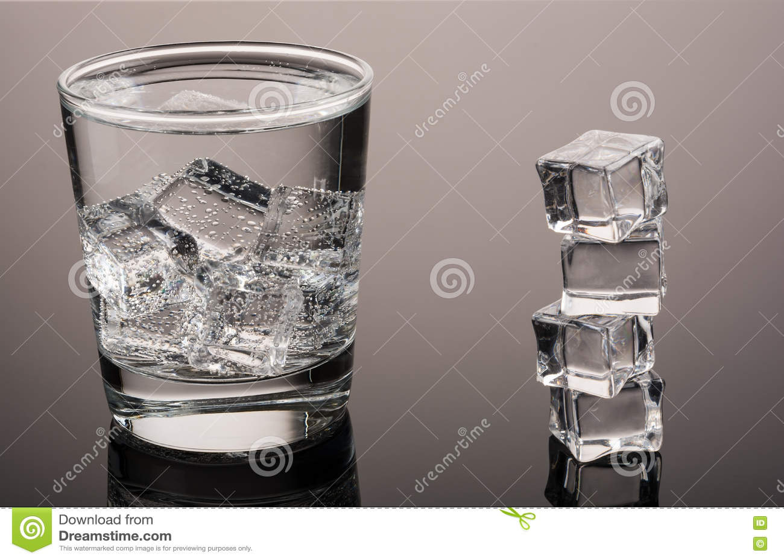 Kallt vatten med is