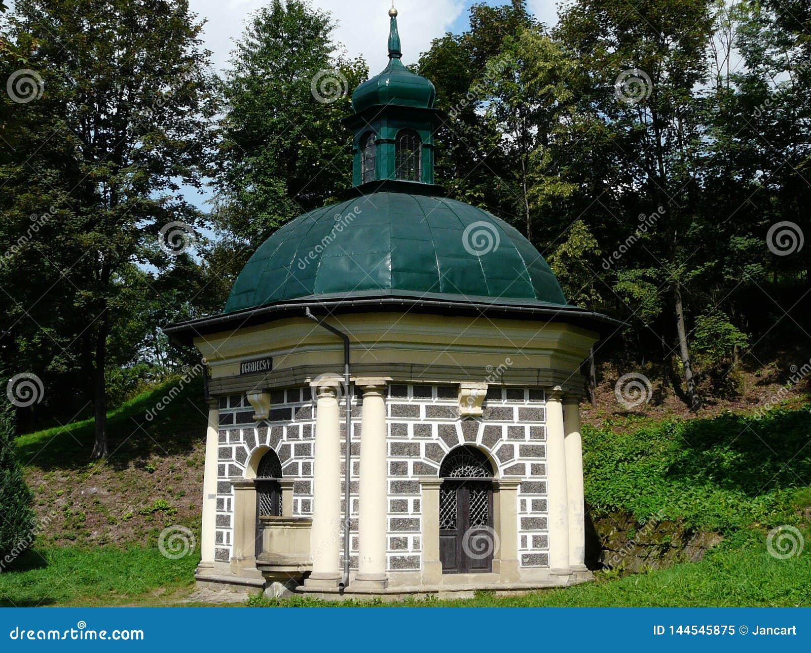 KALWARIA ZEBRZYDOWSKA en av kapellen på Kalwariaen