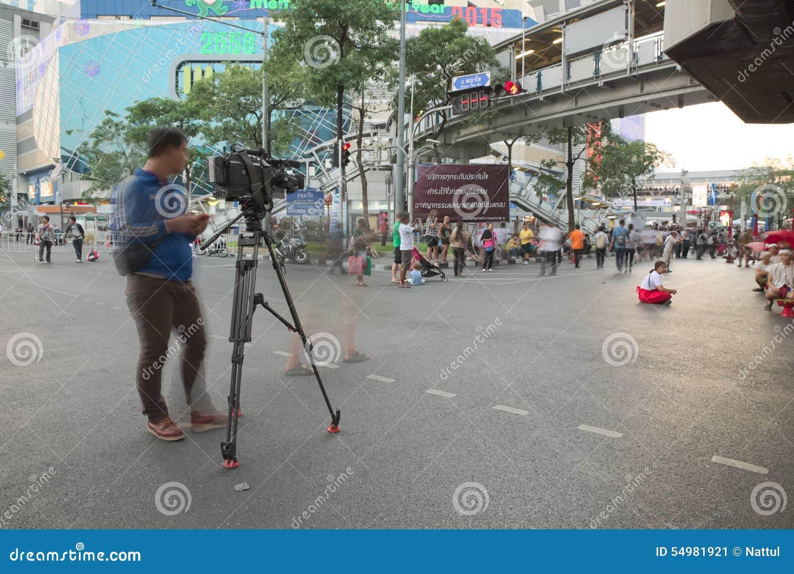 Kamera- och kameraman från Thailand nyhetskanalinspelning