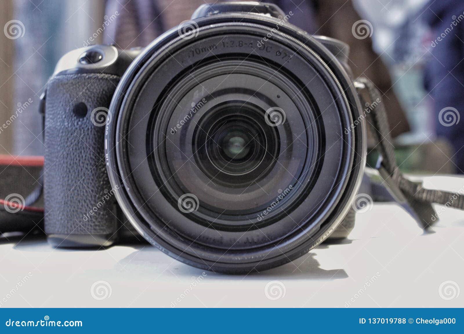 Kamera på tabellen, sikt av linsen