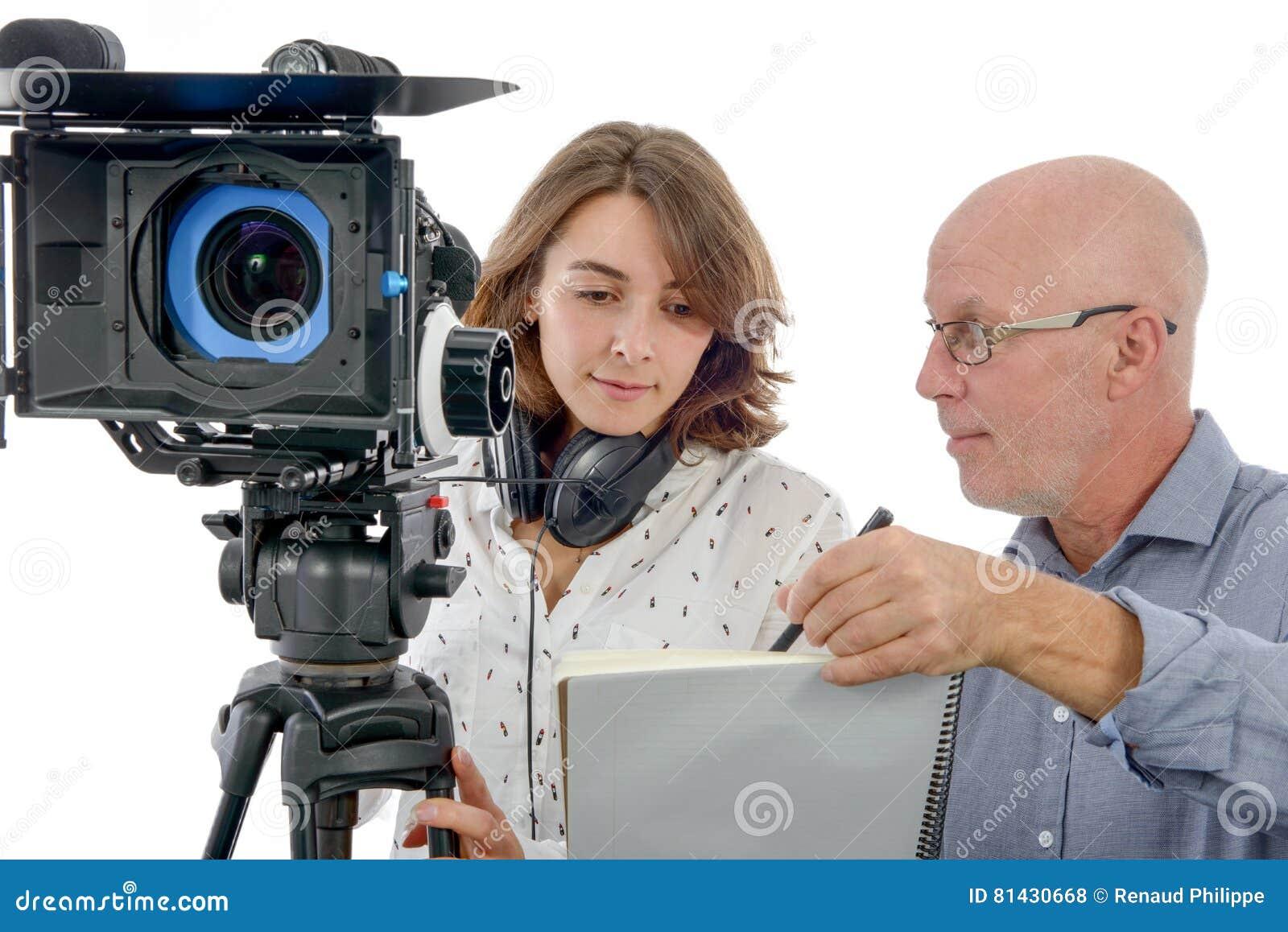 Kameraman för ung kvinna och den mogna mannen