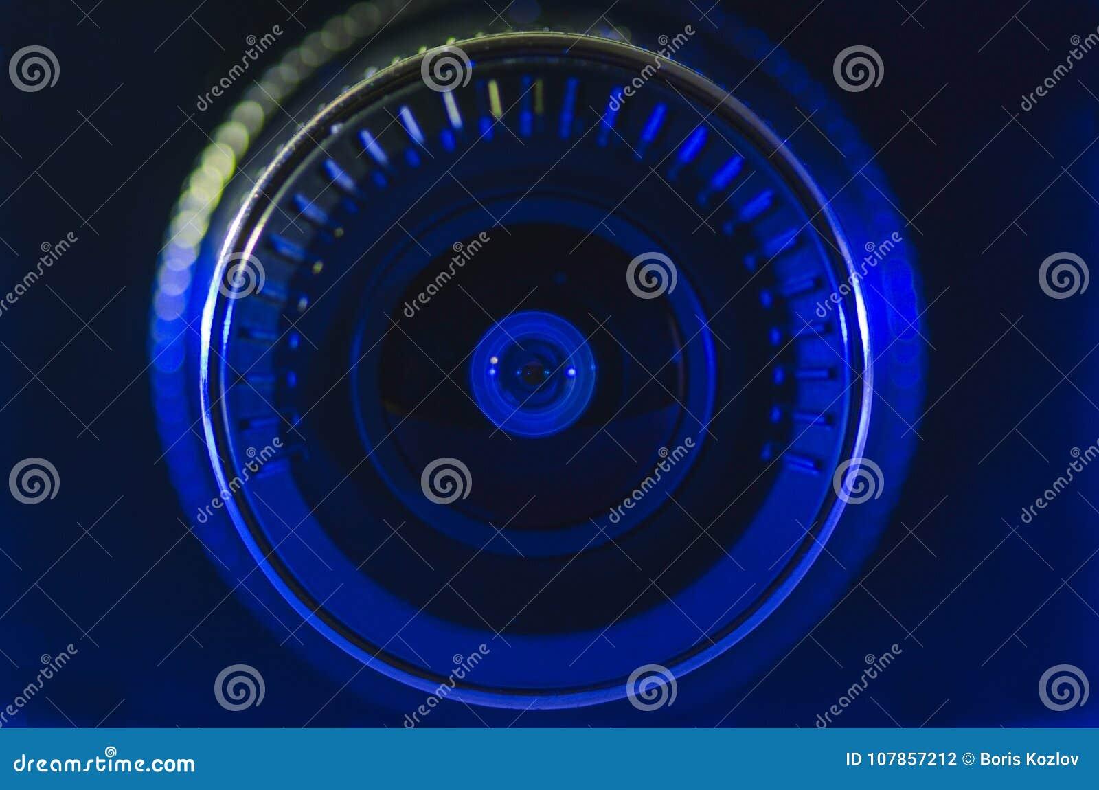 Kameraobjektiv mit blauer Farbe