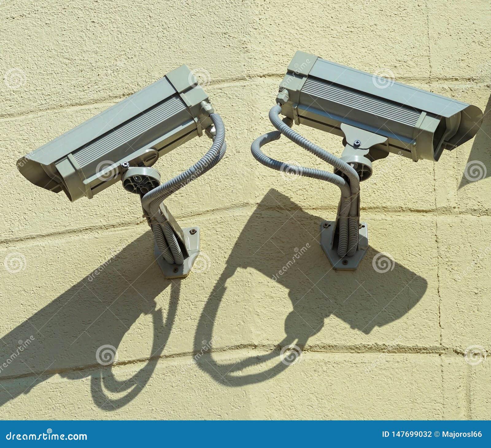 Kamery bezpiecze?stwa na ?cianie
