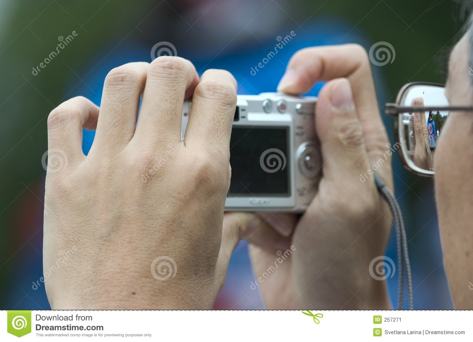 Kamery człowiek zdjęć do gospodarstwa