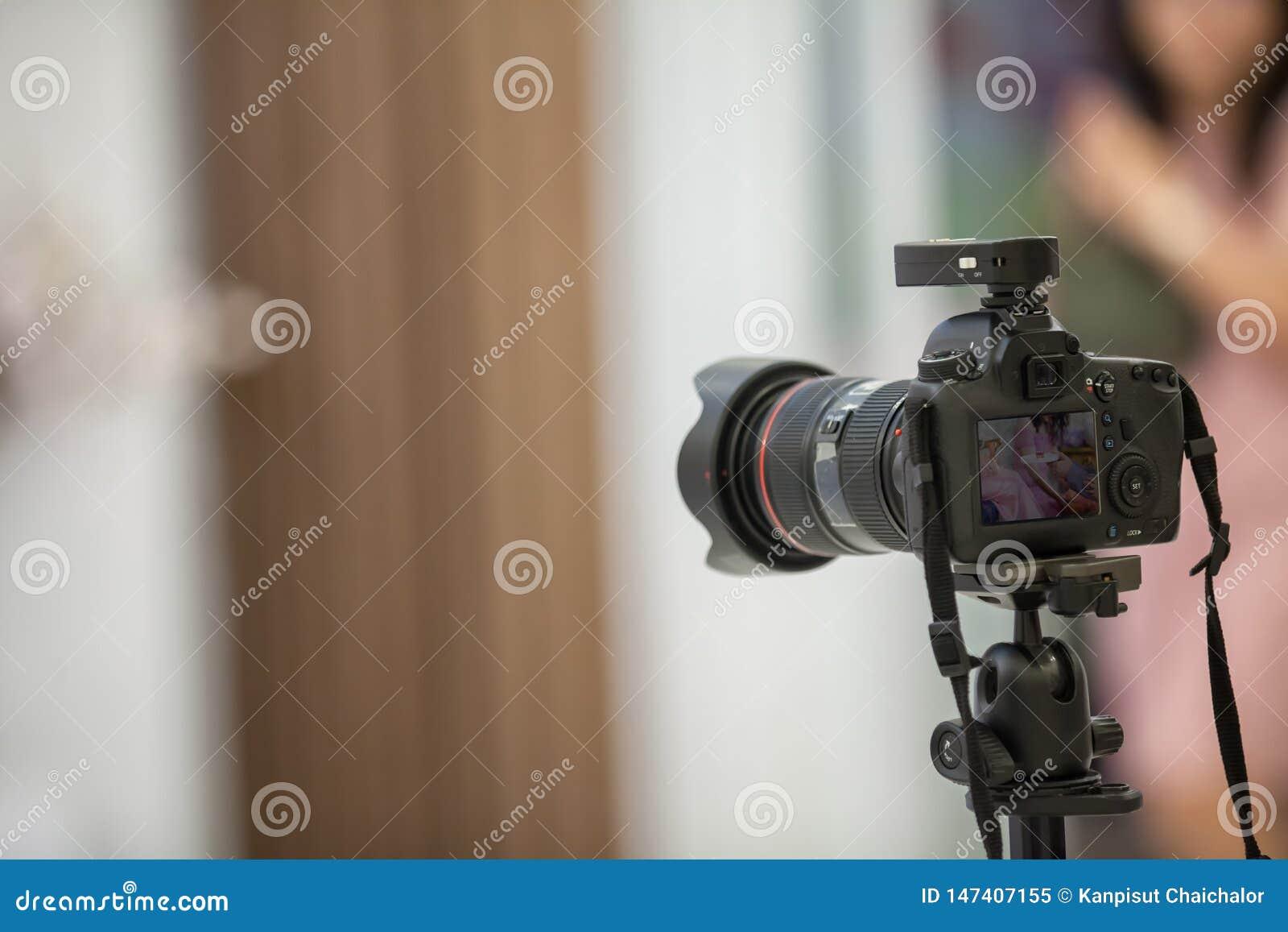 Kamery przedstawienia viewfinder wizerunku chwyta ruch w wywiadu lub transmisji ?lubnej ceremonii, chwyta uczucie, zatkany ruch w