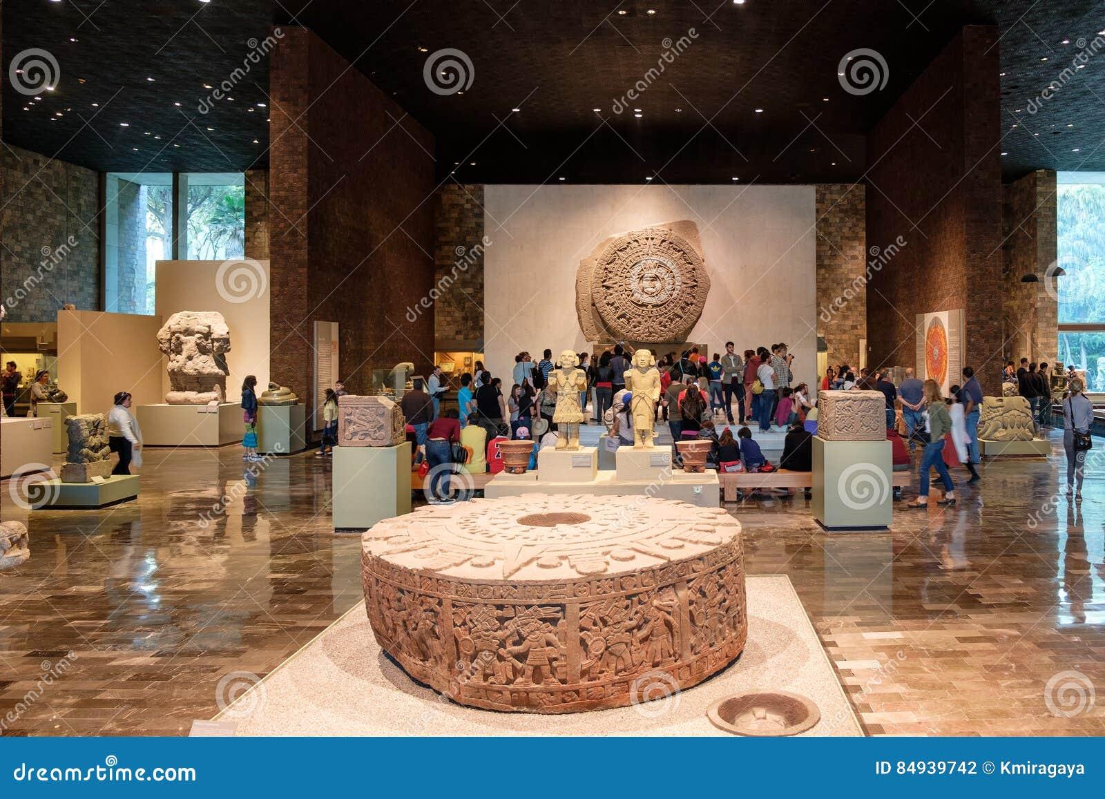Kamień słońce przy muzeum narodowym antropologia w Meksyk lub