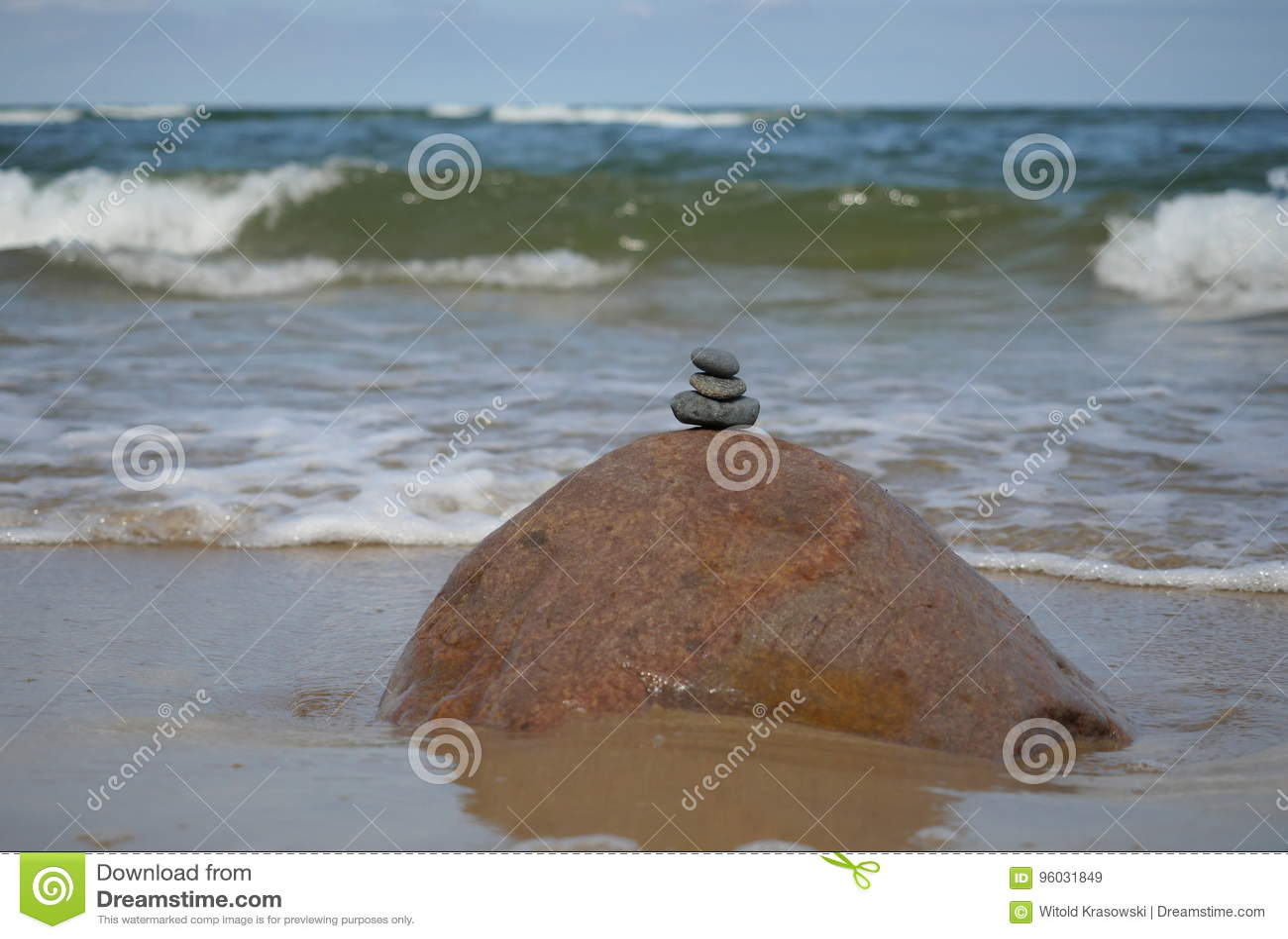 Kamienie na dennym tle