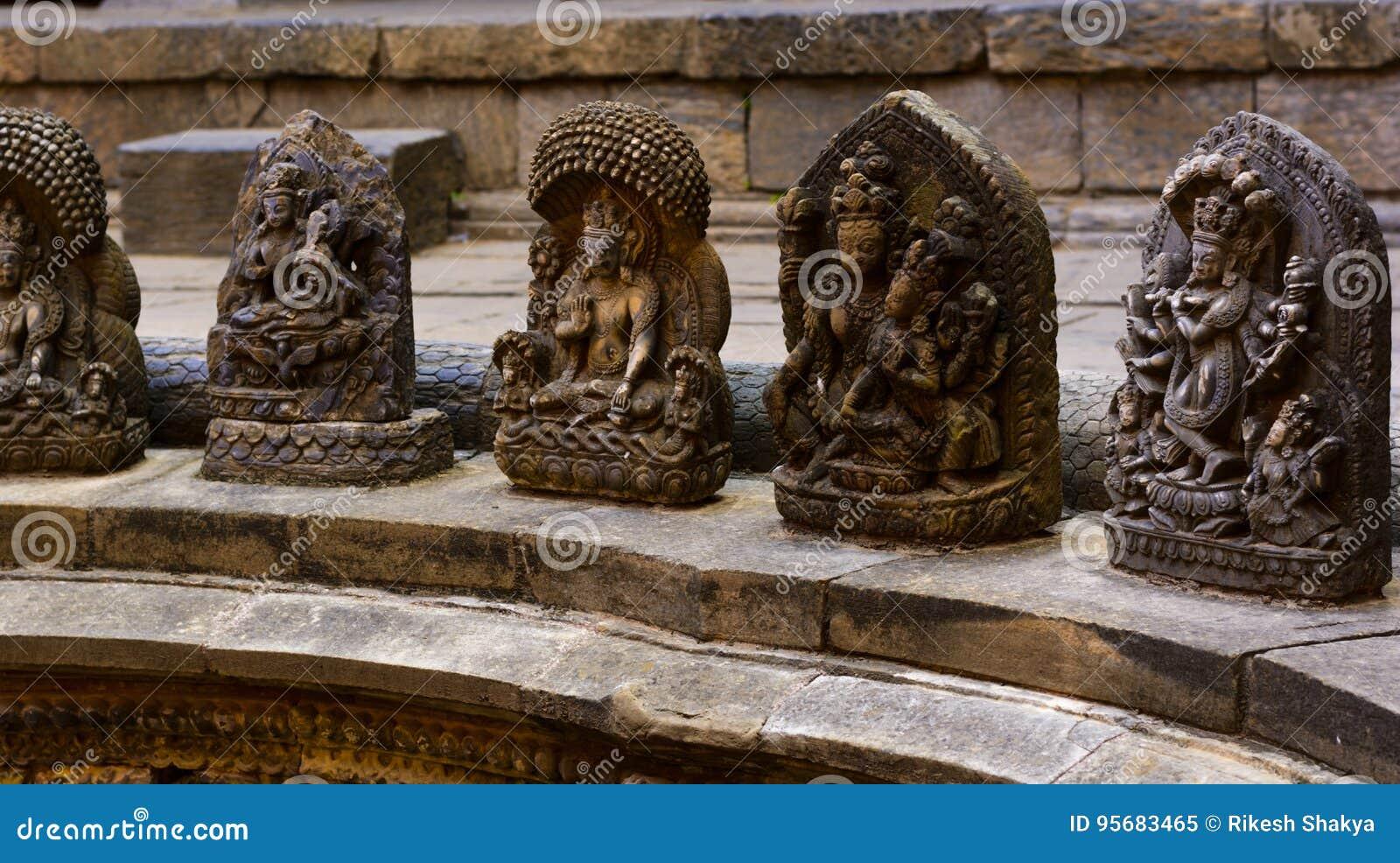 Kamienie wykonujący ręcznie bóg w Lalitpur Nepal