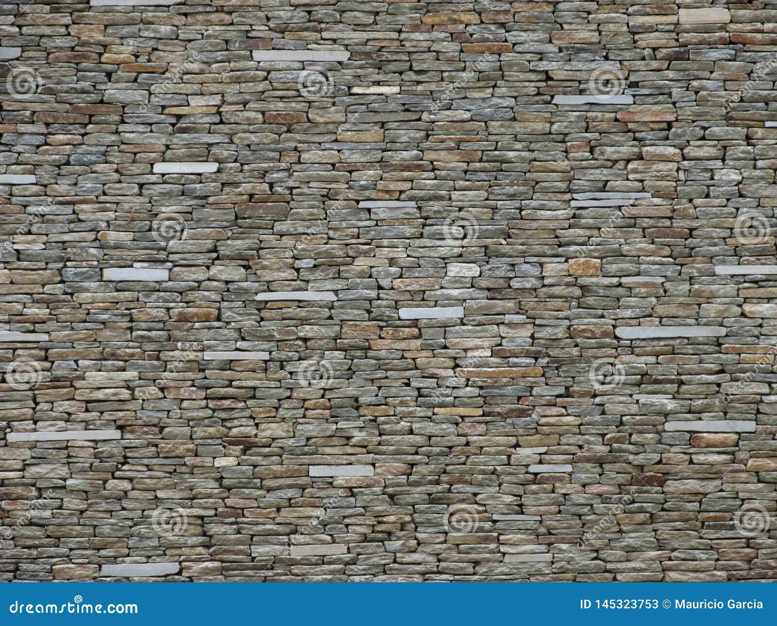 Kamienna ściana z cegieł w lekkich kolorach