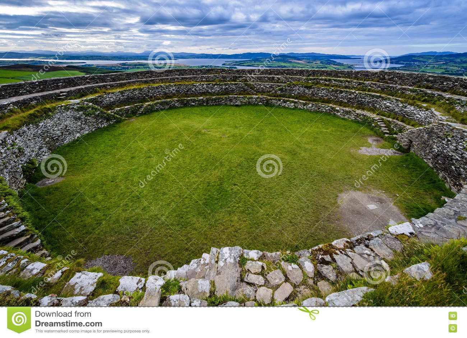 Kamienny fort Grianà ¡ n Aileach