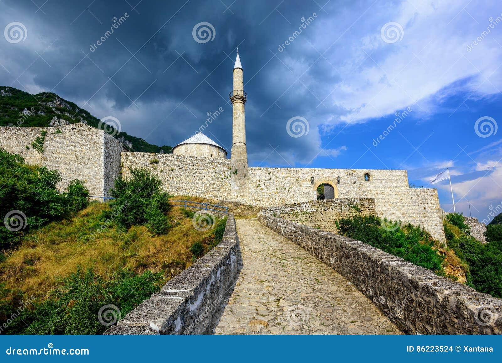 Kamienny forteca z meczetem w Travnik, Bośnia