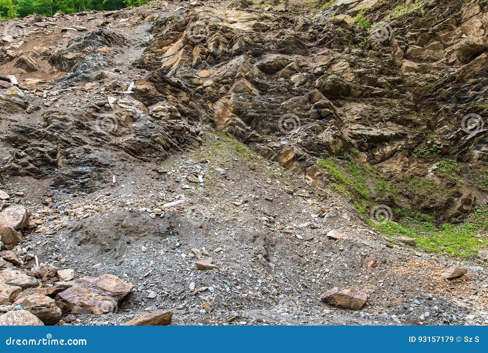 Kamienny gniotownik w kopalnianym łupie