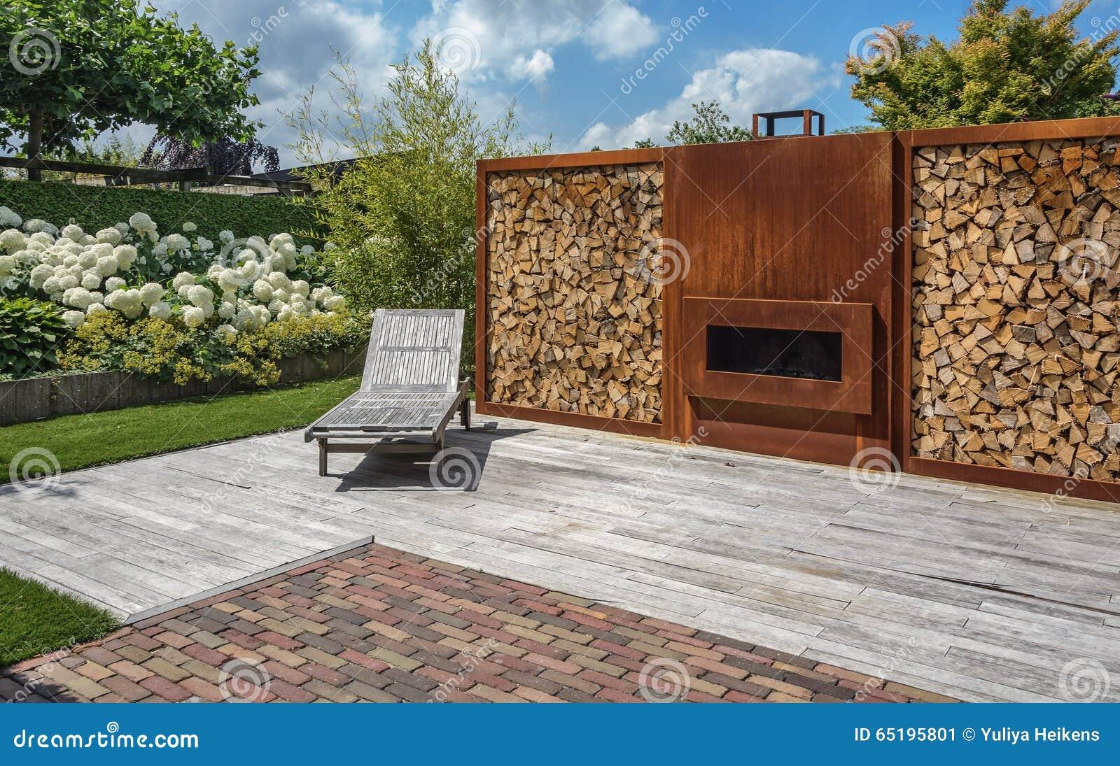 Kamin Im Garten Stockbild Bild Von Garten Kamin 65195801