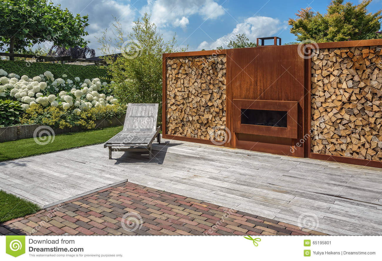 Neu Kamin Im Garten Stockfoto - Bild: 65195801 MJ76