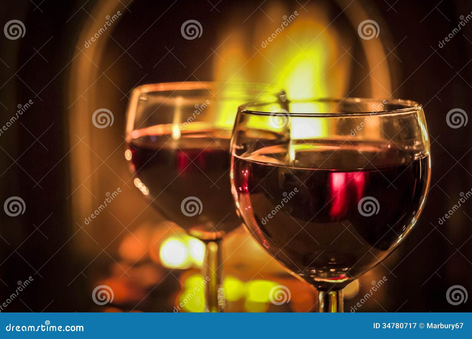 Kamin-Wein stockbild. Bild von cosy, bernsteinfarbig - 34780717