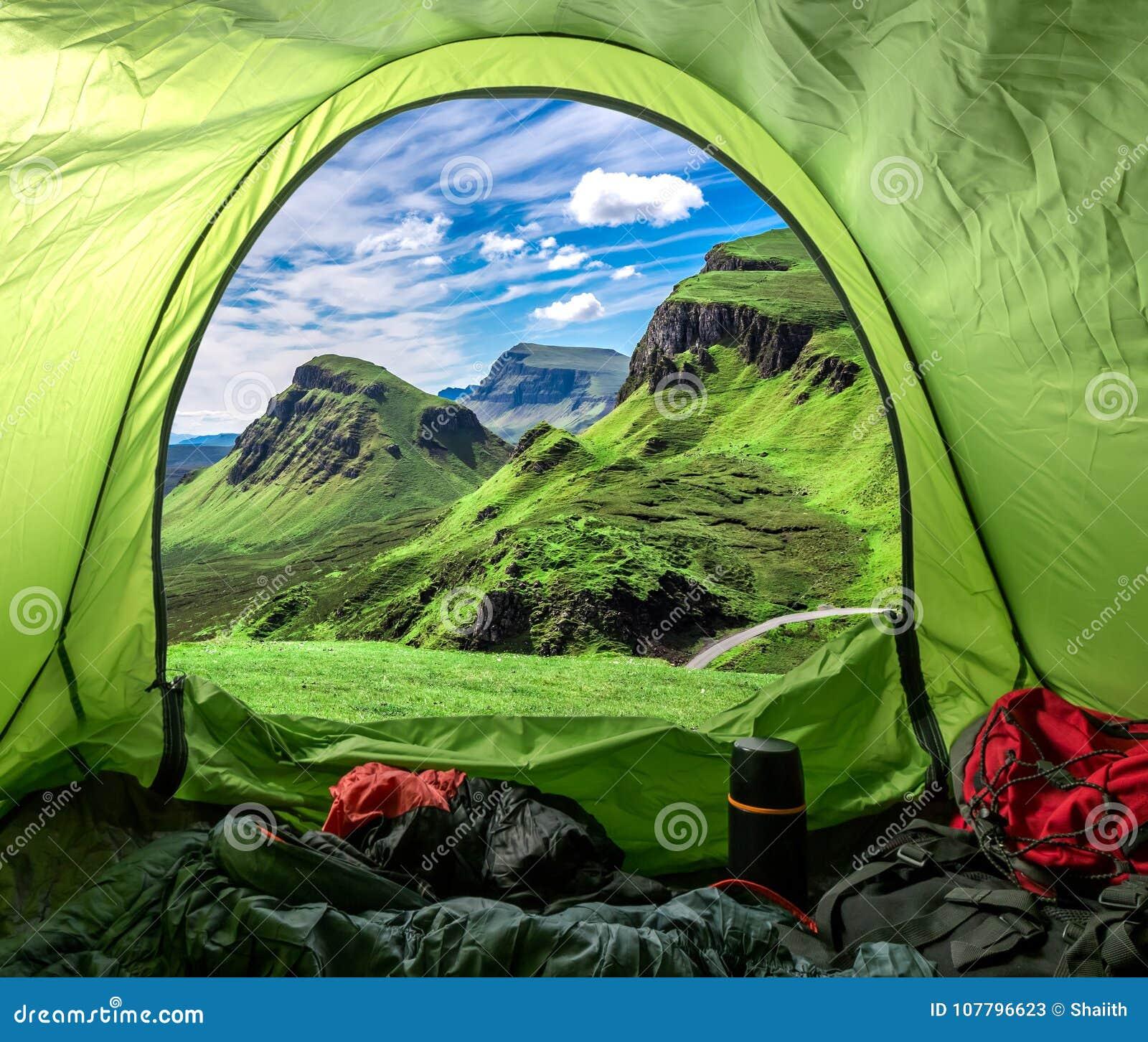 Kamp in Quiraing in Schotland, het Verenigd Koninkrijk