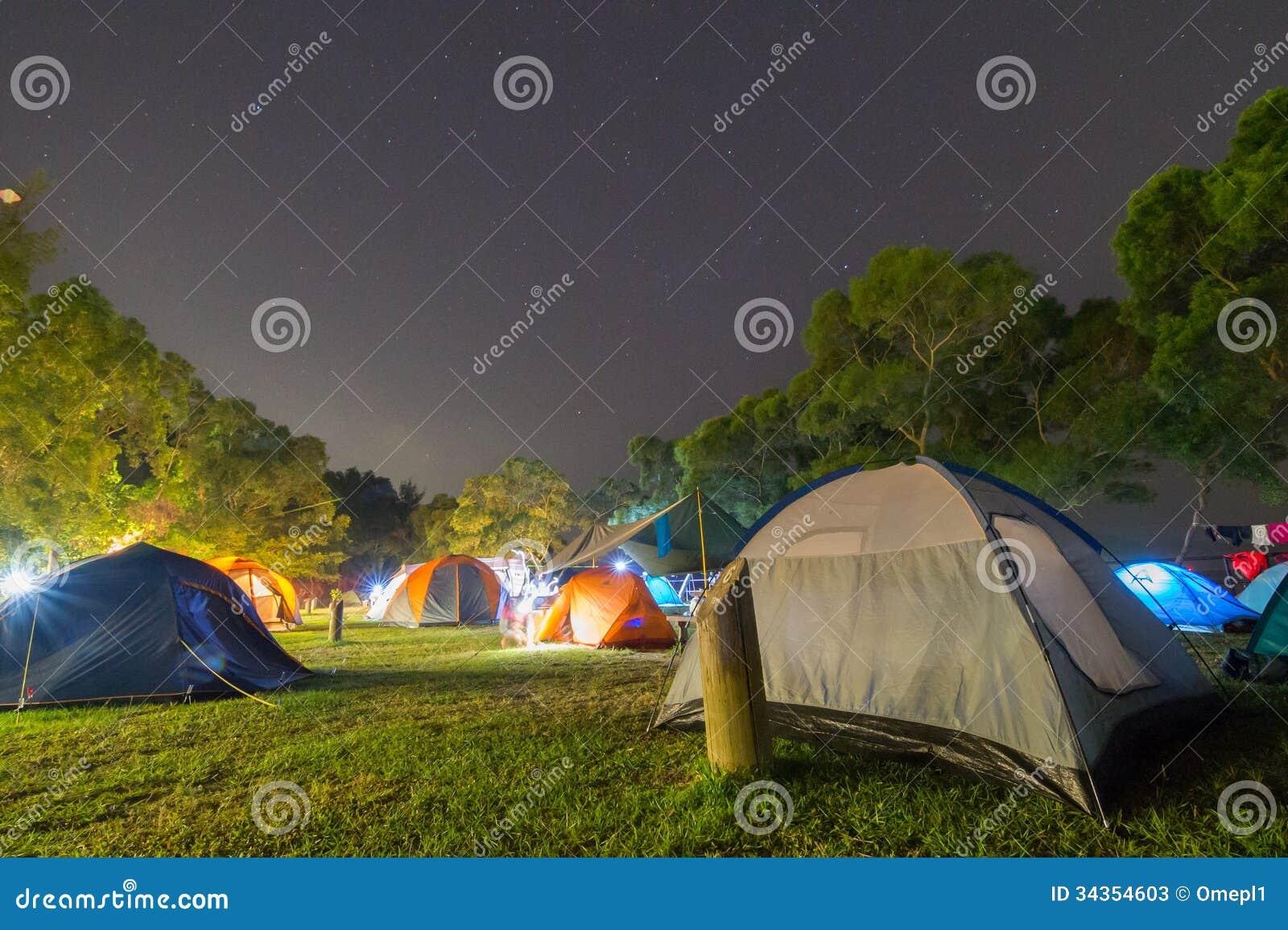 Kampeerterrein bij Nacht
