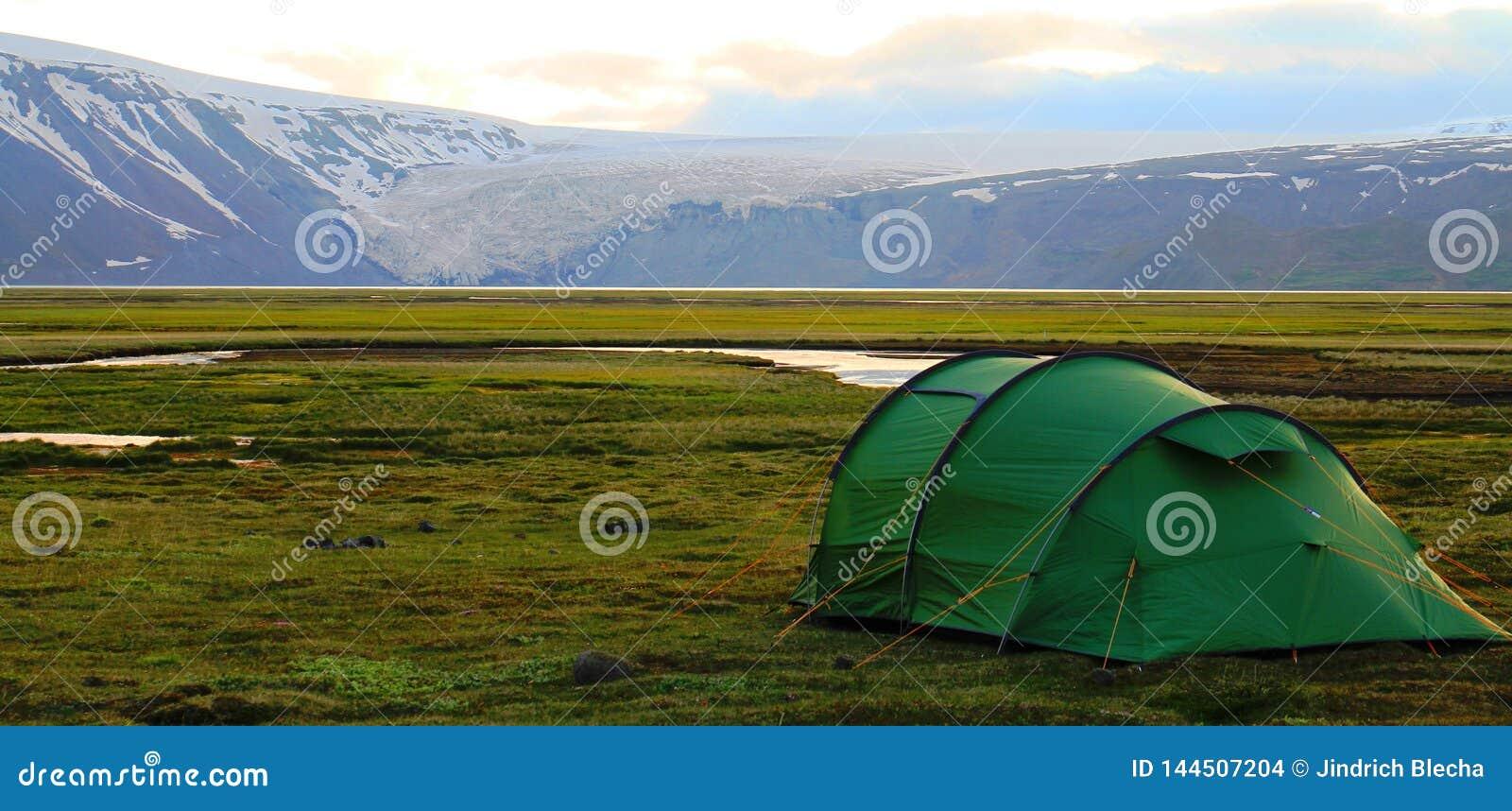 Kamperend dichtbij Hvitarnes-hut, IJsland