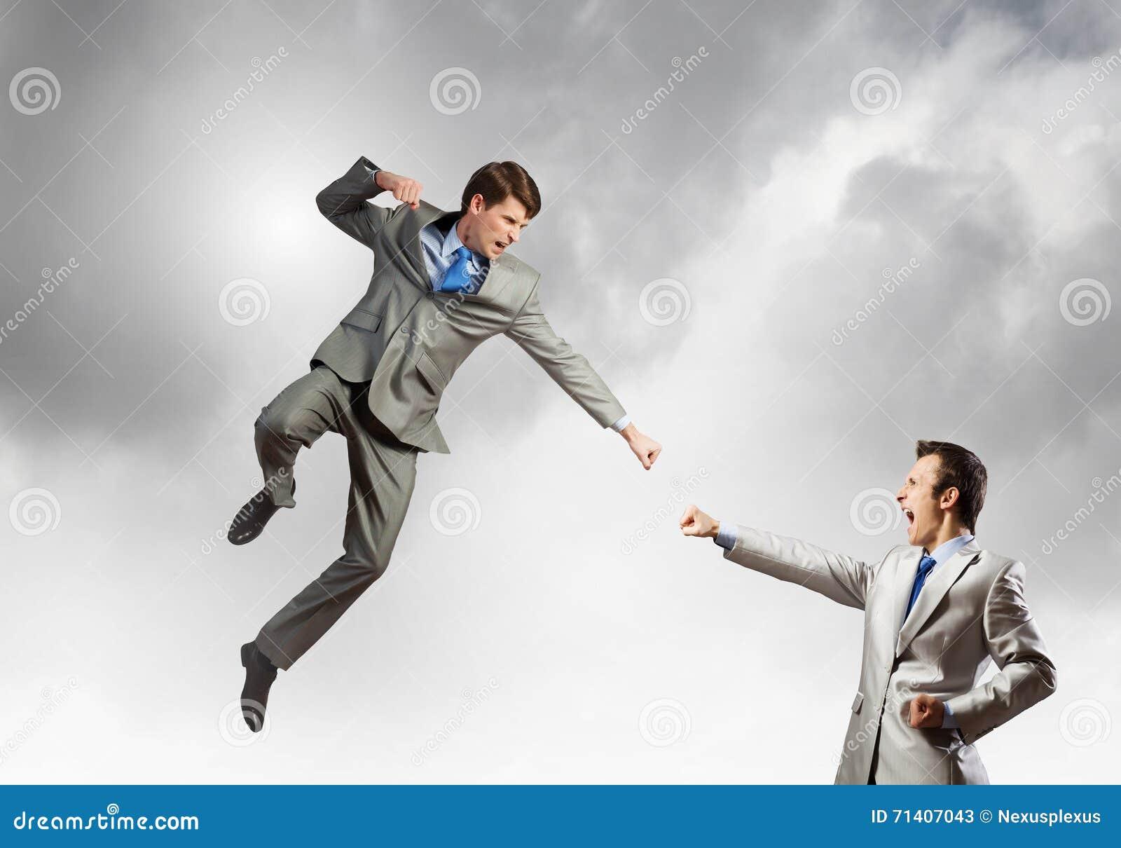 Kampf von zwei Geschäftsmännern