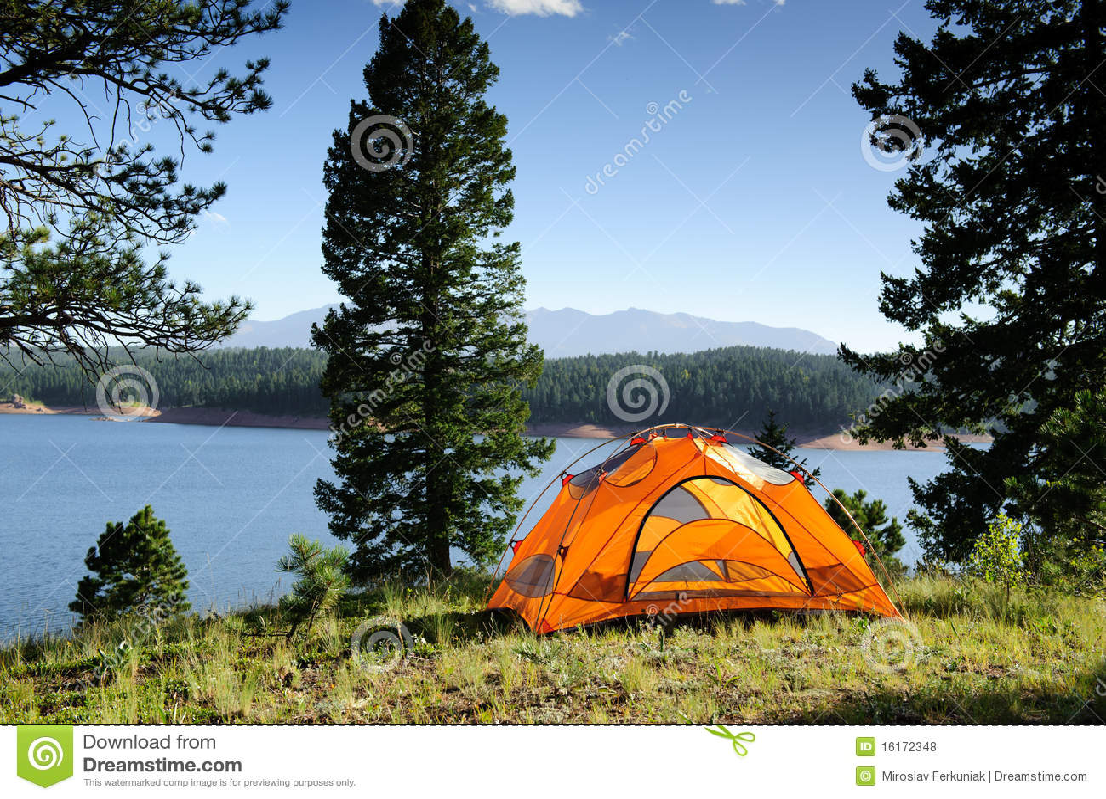 Kampierendes Zelt durch den See in Kolorado