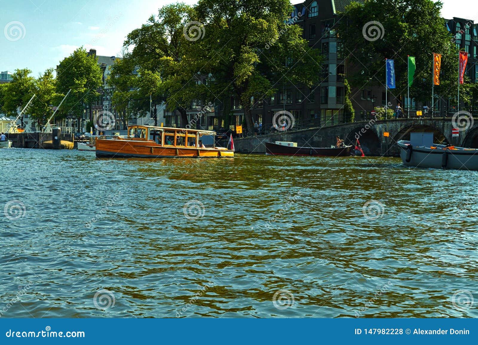 Kanäle und Boote von Amsterdam