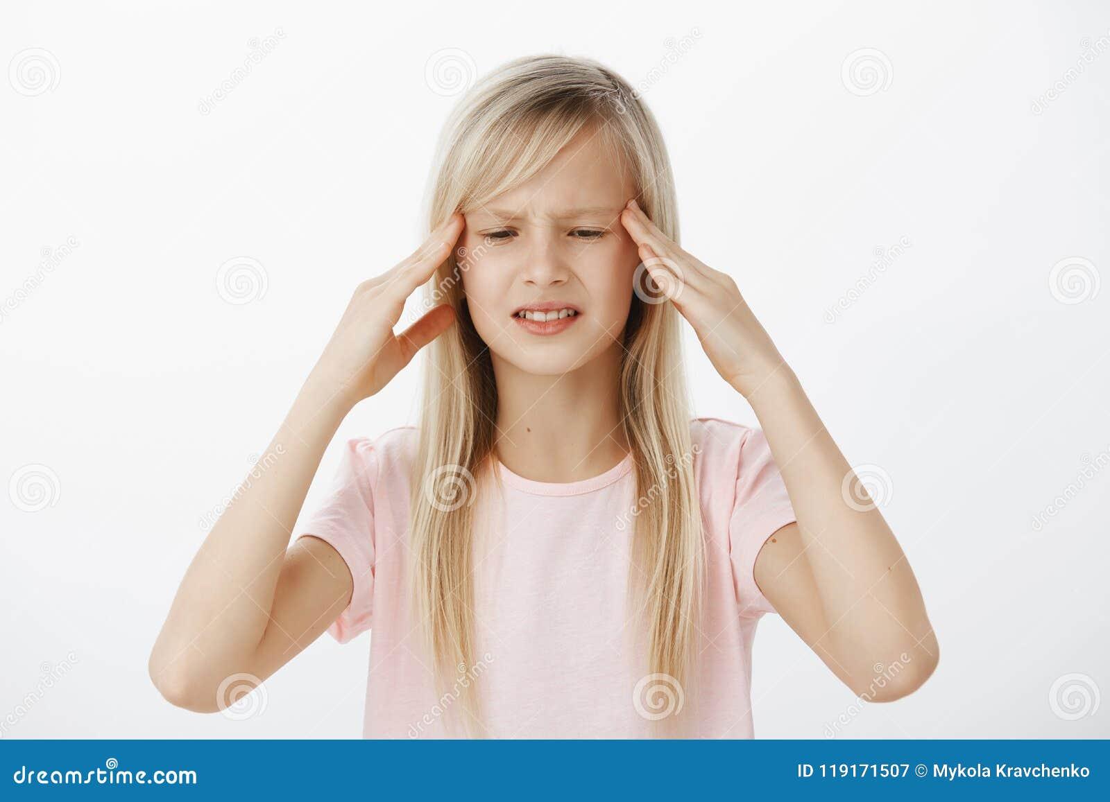 Kan het Unfocused ongerust gemaakte jonge geitje geen informatie in mening duidelijk denken en houden Betrokken verward jong meis