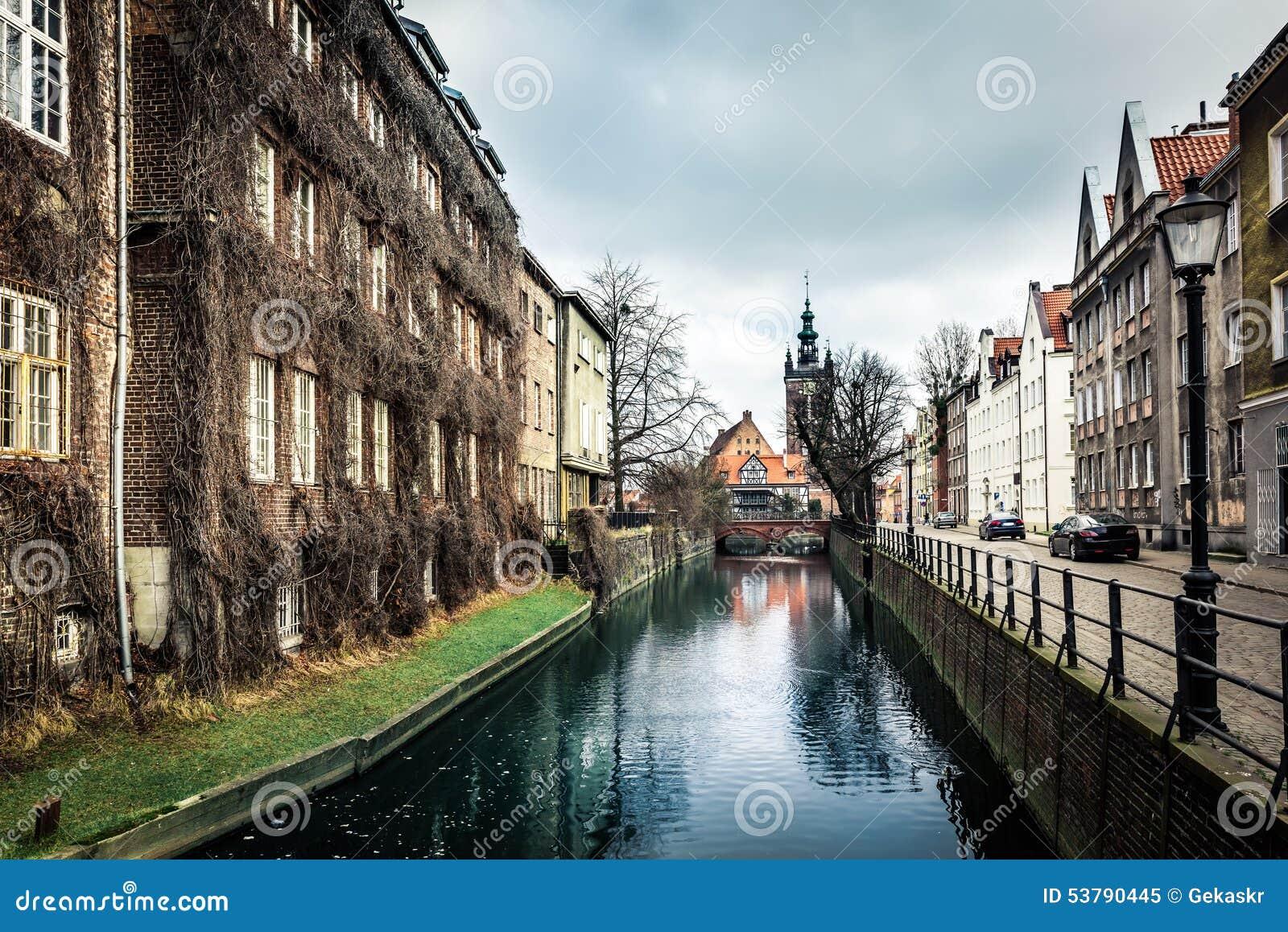 Kanałowi i starzy historyczni budynki Gdańscy
