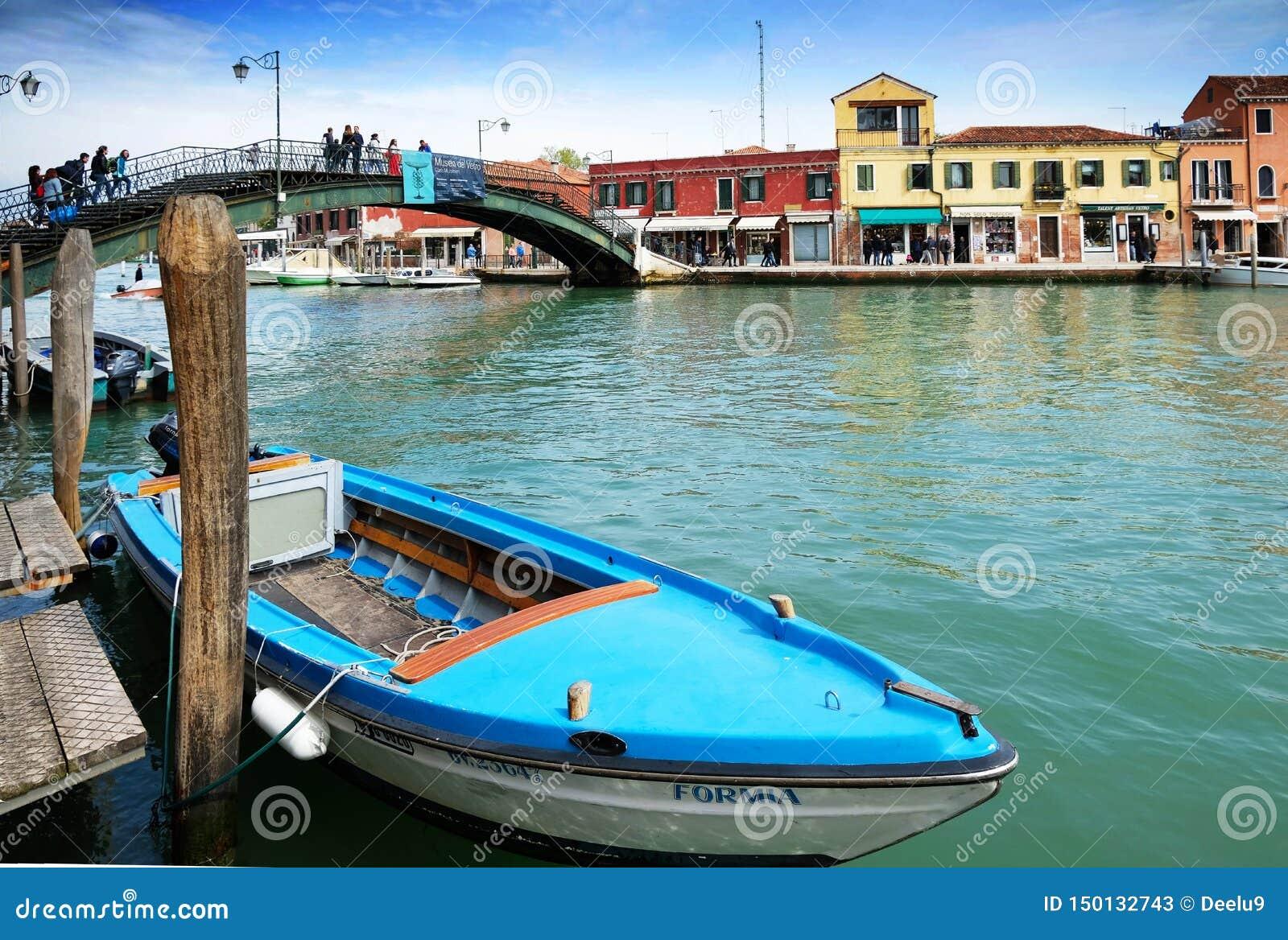 Kanaal en brug in Eiland Murano, Venetië, Italië
