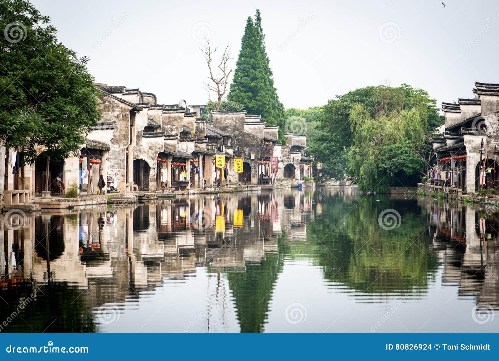 Kanal i en kinesiska watertown