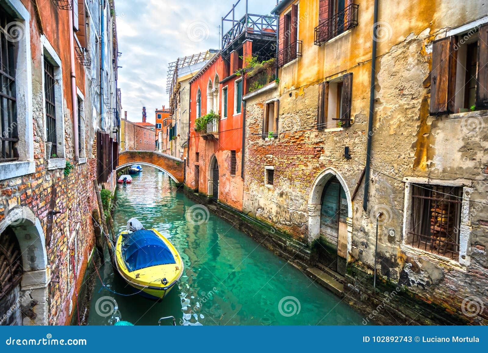 Kanal med gondoler, Venedig, Italien