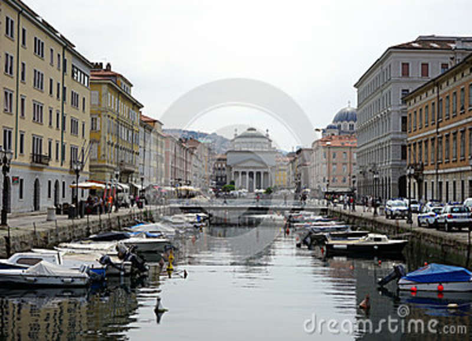 Kanalen i gatan av Trieste